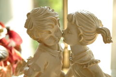 Αγάλματα αγοριών και κοριτσιών Στοκ εικόνα με δικαίωμα ελεύθερης χρήσης