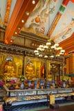 Αγάλματα και βωμός του Βούδα στο Po Lin μοναστήρι Στοκ Εικόνα