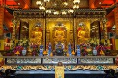 Αγάλματα και βωμός του Βούδα στο Po Lin μοναστήρι Στοκ Εικόνες