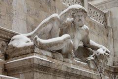 Αγάλματα στην πλατεία της Βενετίας της Ρώμης κάτω από το χιόνι Στοκ εικόνες με δικαίωμα ελεύθερης χρήσης