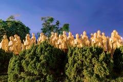Αγάλματα του Βούδα με τα δέντρα Στοκ Φωτογραφία