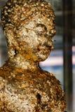 Αγάλματα του Βούδα που καλύπτονται από το χρυσό φύλλο αλουμινίου εγγράφου Στοκ εικόνες με δικαίωμα ελεύθερης χρήσης