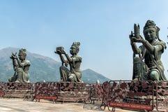 Αγάλματα Boddisathva Po Lin στο μοναστήρι, νησί Lantau, Hong Kon Στοκ φωτογραφίες με δικαίωμα ελεύθερης χρήσης