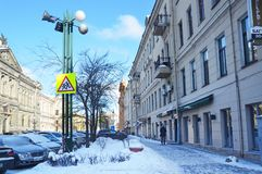 Αγία Πετρούπολη, Ρωσία, 27 Φεβρουαρίου, 2018 Αυτοκίνητα που σταθμεύουν στην πάροδο Solyaniy το χειμερινό πρωί σε Άγιο Πετρούπολη Στοκ φωτογραφία με δικαίωμα ελεύθερης χρήσης