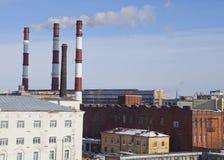 Αγία Πετρούπολη Βιομηχανικοί περιοχή και σωλήνες του θερμά ηλεκτρο σταθμού Στοκ Εικόνα