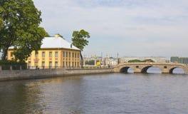 Αγία Πετρούπολη, θερινό παλάτι και γέφυρα πλυντηρίων Στοκ εικόνες με δικαίωμα ελεύθερης χρήσης