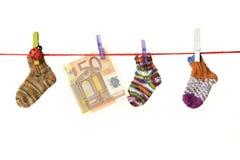 Αγαθά μωρών που κρεμούν στη σκοινί για άπλωμα Στοκ Εικόνα