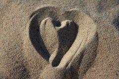 Αγαπήστε την καρδιά στην άμμο Στοκ εικόνες με δικαίωμα ελεύθερης χρήσης