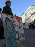 ΑΓΑΠΩ τον ΠΡΟΕΔΡΟ OBAMA - το άτομο κρατά ένα σημάδι σε μια παρέλαση MLK Στοκ Φωτογραφίες