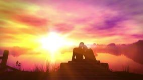 Αγαπώντας ζεύγος στο υπόβαθρο ηλιοβασιλέματος απόθεμα βίντεο