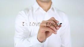 Αγαπώ την Ευρώπη, γράψιμο επιχειρηματιών στο γυαλί Στοκ φωτογραφία με δικαίωμα ελεύθερης χρήσης