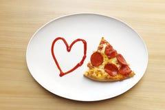Αγαπώ την πίτσα, καρδιά με την πίτσα στοκ εικόνα με δικαίωμα ελεύθερης χρήσης