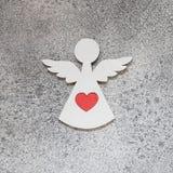 Αγγέλου καρδιών κόκκινος βαλεντίνων ` s μινιμαλισμός υποβάθρου ημέρας γκρίζος Στοκ Φωτογραφίες