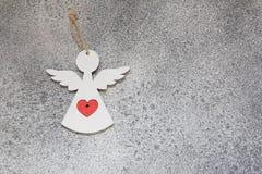 Αγγέλου καρδιών κόκκινος βαλεντίνων ` s μινιμαλισμός υποβάθρου ημέρας γκρίζος Στοκ Φωτογραφία