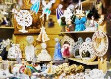 Αγγέλου που επιδεικνύονται αγάλματα λίγου για την πώληση στην αγορά Χριστουγέννων της Ρήγας Στοκ εικόνα με δικαίωμα ελεύθερης χρήσης