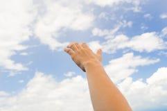 Αγγίξτε το σύννεφο στοκ φωτογραφία με δικαίωμα ελεύθερης χρήσης