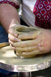 αγγειοπλάστης s χεριών Στοκ φωτογραφία με δικαίωμα ελεύθερης χρήσης