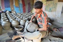 Αγγειοπλάστης που κάνει τα δοχεία κοντά σε Kumbharwada, Ahmedabad Στοκ εικόνες με δικαίωμα ελεύθερης χρήσης