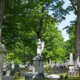 Αγγελικό άγαλμα στο νεκροταφείο Στοκ Φωτογραφίες