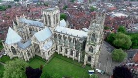 Αγγλική γοτθική εκκλησία Άγιος Peter Metropolitical καθεδρικών ναών ύφους της Αγγλίας Γιορκσάιρ Υόρκη ή μοναστηριακός ναός της Υό φιλμ μικρού μήκους