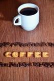 """Αγγλική λέξη """" Coffee"""" , φιαγμένος επάνω από αλατισμένες επιστολές κροτίδων στοκ εικόνες"""