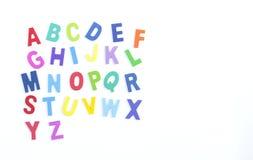 Αγγλική ξύλινη σύσταση αλφάβητου ζωηρόχρωμη πέρα από το άσπρο backgroun Στοκ Εικόνα