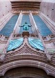 Αγγλικανικός καθεδρικός ναός του Λίβερπουλ, το άγαλμα επάνω από το κύριο βόρειο En Στοκ Εικόνες