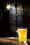 αγγλικό μπαρ παραδοσια&kappa Στοκ φωτογραφία με δικαίωμα ελεύθερης χρήσης