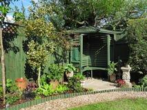 αγγλικό gazebo κήπων στοκ φωτογραφίες