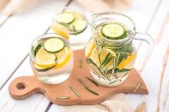 Αγγούρι λεμονιών και νερό της Rosemary Detox Στοκ φωτογραφίες με δικαίωμα ελεύθερης χρήσης