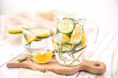 Αγγούρι λεμονιών και νερό της Rosemary Detox Στοκ Εικόνα