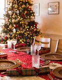 Αγγλικός πίνακας Χριστουγέννων με τις κροτίδες στοκ εικόνα