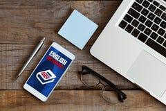 Αγγλικό λεξικό app σε ένα κινητό τηλέφωνο Στοκ εικόνα με δικαίωμα ελεύθερης χρήσης