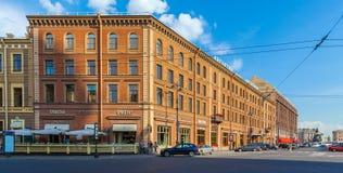 ΑΓΙΟΣ ΠΕΤΡΟΥΠΟΛΗ, ΡΩΣΙΑ - 26 ΙΟΥΛΊΟΥ 2014: Διάσημο ξενοδοχείο Angleter Στοκ Φωτογραφίες