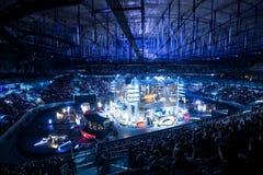 ΑΓΙΟΣ ΠΕΤΡΟΥΠΟΛΗ, ΡΩΣΙΑ - 28 ΟΚΤΩΒΡΊΟΥ 2017: Αντίθετη απεργία ΕΠΙΚΕΝΤΡΟΥ: Σφαιρική δυσάρεστη αθλητική εκδήλωση cyber Κύριος τόπος Στοκ Εικόνα