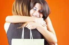 αγκάλιασμα δώρων στοκ εικόνες