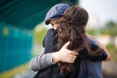 αγκάλιασμα ζευγών Στοκ Εικόνα