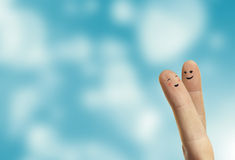 Αγκάλιασμα ζεύγους των ευτυχών δάχτυλων smileys με την αγάπη Στοκ φωτογραφίες με δικαίωμα ελεύθερης χρήσης