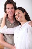 Αγκάλιασμα ζεύγους Στοκ Φωτογραφία