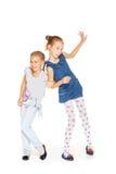 Αγκάλιασμα δύο όμορφο κοριτσιών Στοκ Φωτογραφία
