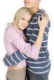 αγκαλιάζοντας νεολαίες ζευγών στοκ φωτογραφία