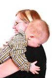 αγκαλιάζοντας τη μαμά μου Στοκ Φωτογραφία
