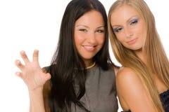 Αγκαλιάζοντας τις φίλες που απομονώνονται Στοκ φωτογραφία με δικαίωμα ελεύθερης χρήσης