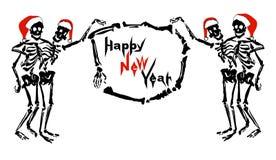 Αγκαλιάζοντας τους σκελετούς στα καπέλα Santa ` s κρατά το πλαίσιο με την επιγραφή καλή χρονιά Στοκ φωτογραφία με δικαίωμα ελεύθερης χρήσης