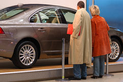 αγοράζοντας αυτοκίνητο στοκ φωτογραφίες με δικαίωμα ελεύθερης χρήσης