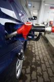 αγοράζοντας βενζίνη Στοκ φωτογραφία με δικαίωμα ελεύθερης χρήσης
