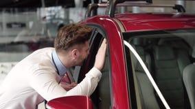 αγοράζοντας το αυτοκίνη φιλμ μικρού μήκους