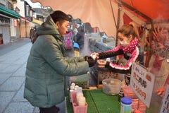 αγοράζοντας τρόφιμα στοκ εικόνα με δικαίωμα ελεύθερης χρήσης