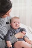 Αγοράκι εκμετάλλευσης μητέρων Στοκ φωτογραφία με δικαίωμα ελεύθερης χρήσης