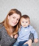 Αγοράκι και μαμά Στοκ φωτογραφία με δικαίωμα ελεύθερης χρήσης